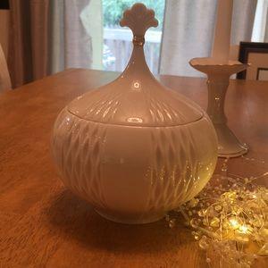 Beautiful and rare Lenox ginger jar